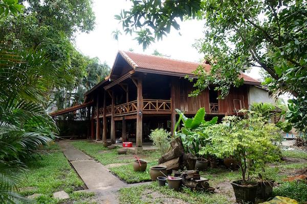 eatdrinklaos-vientiane-lao-textile-museum-house