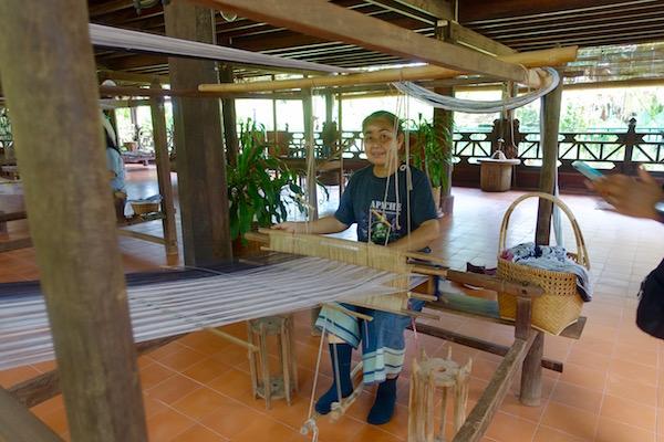 eatdrinklaos-vientiane-lao-textile-museum-loom