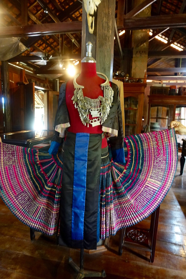 eatdrinklaos-vientiane-lao-textile-museum-skirt