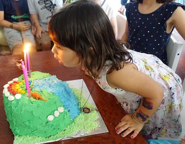 eatdrinklaos-rainbow-pinata-cake-candles