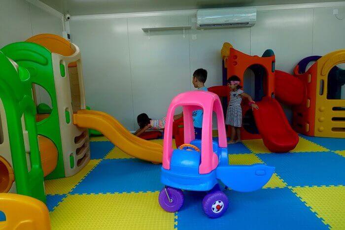 eatdrinklaos-vientiane-gringos-play-area