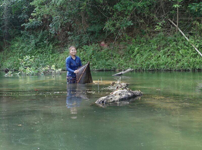 eatdrinklaos-travel-konglor-caves-woman-fishing