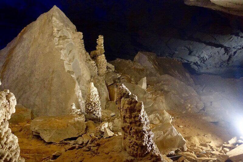eatdrinklaos-travel-konglor-caves-rock-formations2