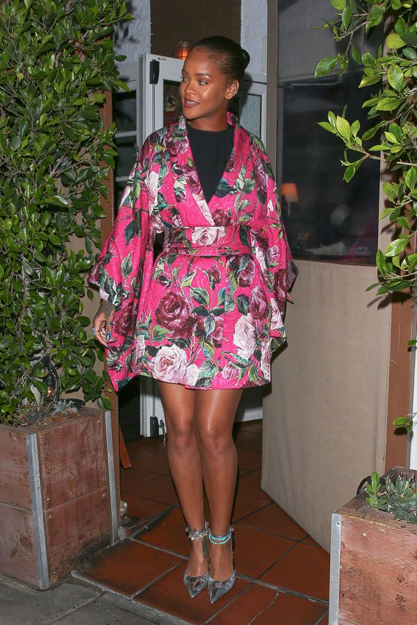 Check out Rihanna in her Dolce & Gabana kimono styled top!