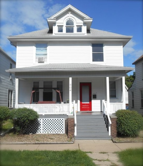 AVAILABLE - 504 W INSTITUTE • 5 BR