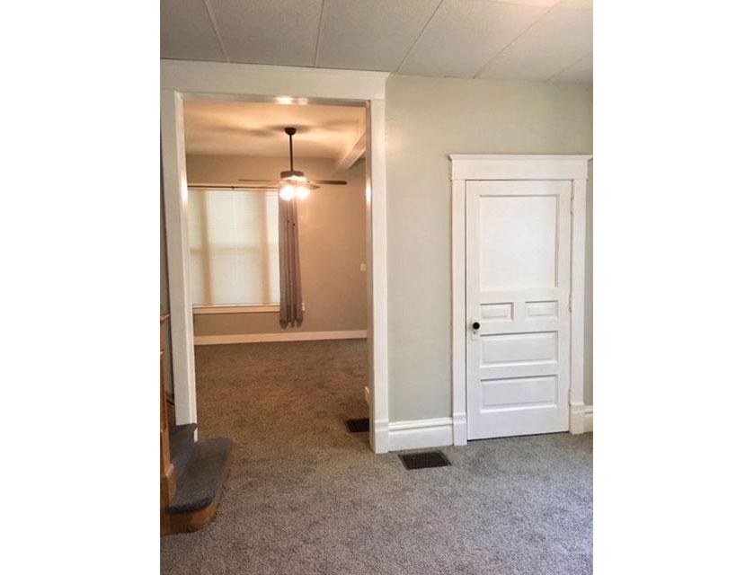 408-Glenwood-Peoria-Stair-Room-Wide.jpg