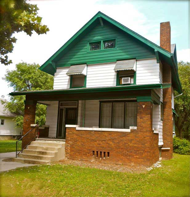 1208 University 3+ Bedroom House