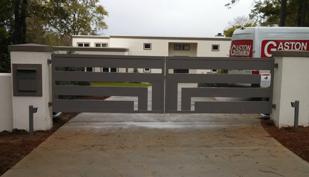 custom gate.jpg