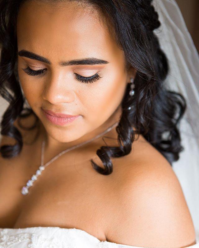 Beautiful Bride 👰🏻 - 🎨: @itsnatalietorres 📷: @maegenchristie