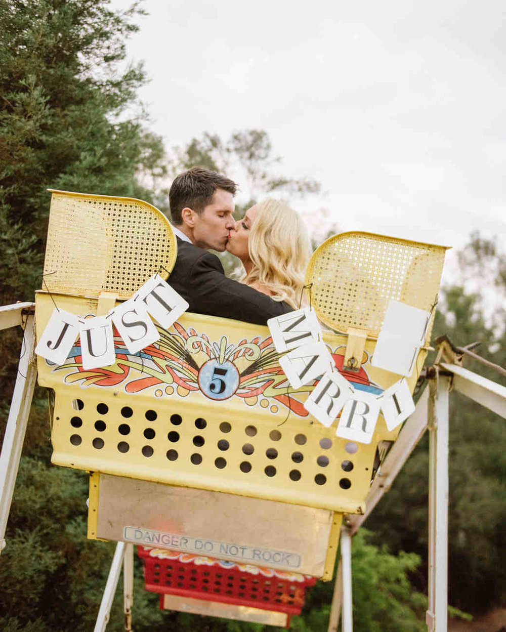 shannon-jon-wedding-couple-ferriswheel-0619-6238579-0117_vert.jpg