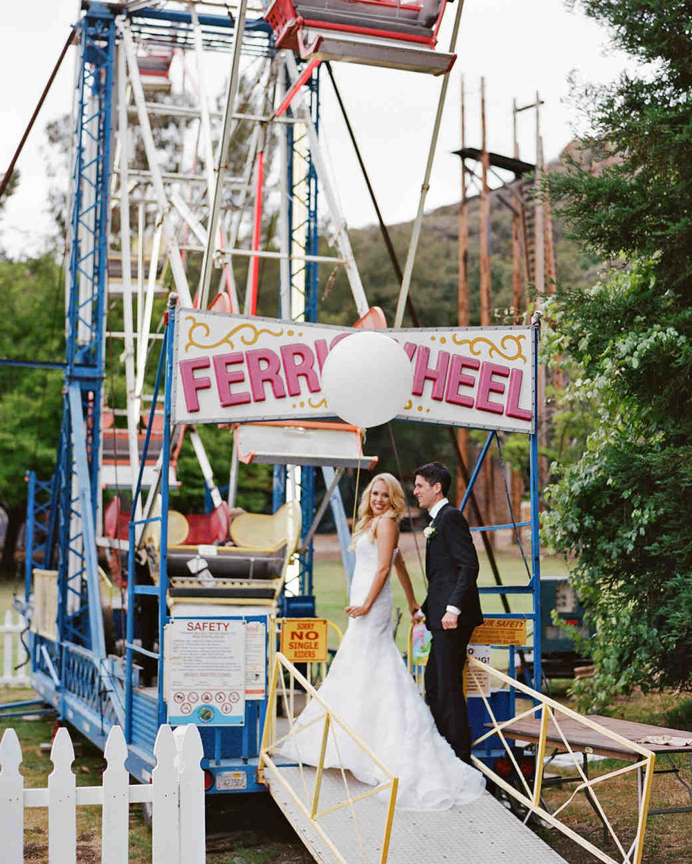 shannon-jon-wedding-couple-ferriswheel-0613-6238579-0117_vert.jpg