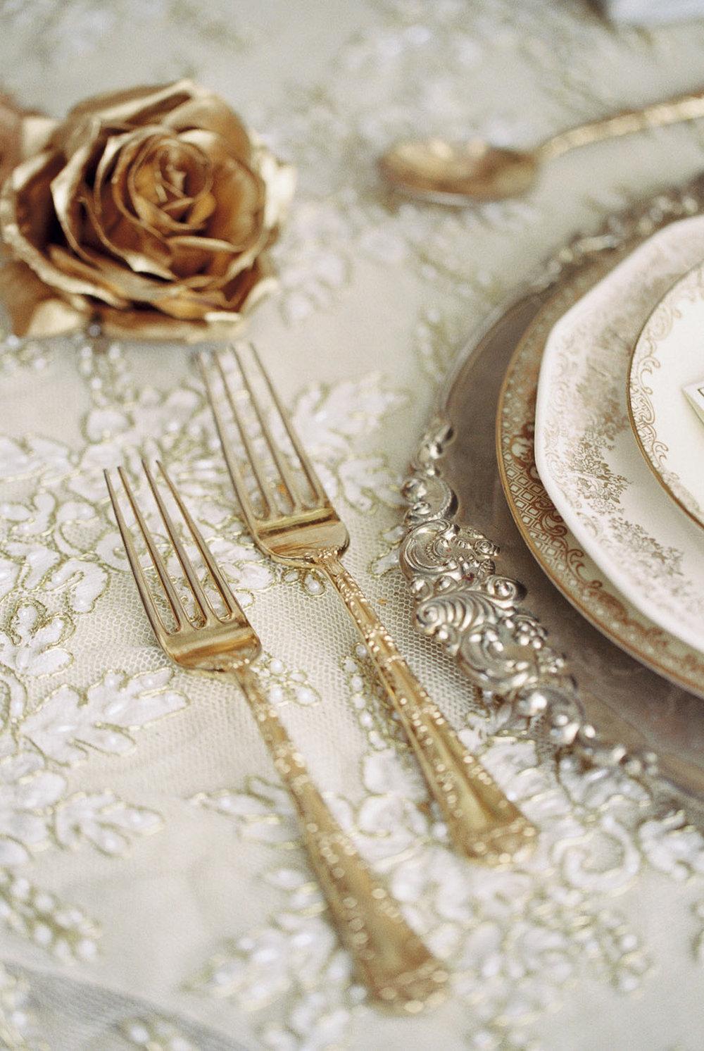 Lara_Lam_Vintage_Heirloom_wedding_photographer_Etablir_shop_vintage_rental10.jpg