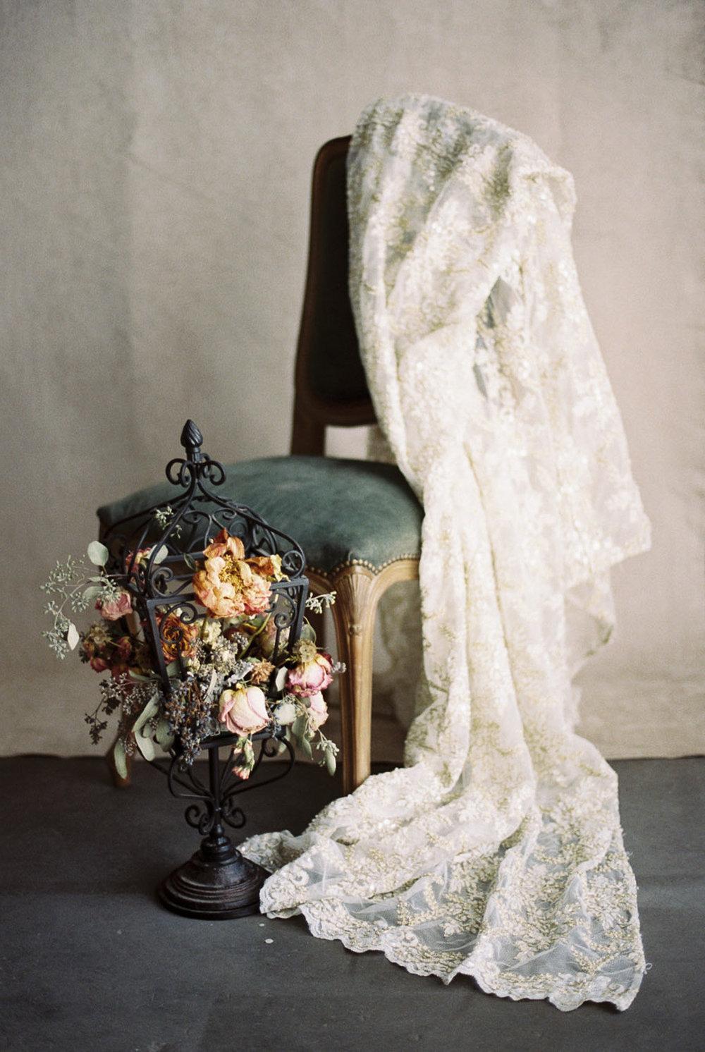 Lara_Lam_Vintage_Heirloom_wedding_photographer_Etablir_shop_vintage_rental14.jpg