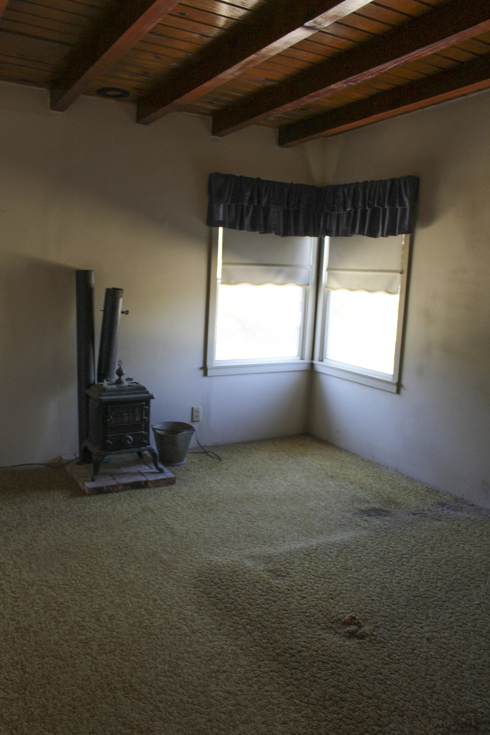 east bedroom 2.jpg