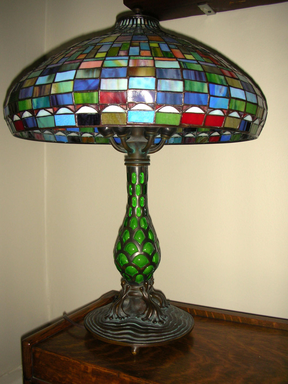 L-lamp, tiffany style, mismatch base #2.jpg