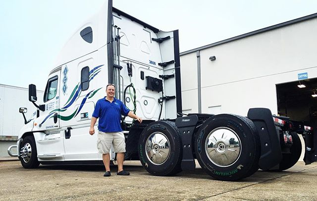 David Ladwig, a contractor for JCT Trucking has been running our Tractor AeroKit for 16 months. He's a happy camper! #trucking @freightlinertrucks #trucker #savefuel