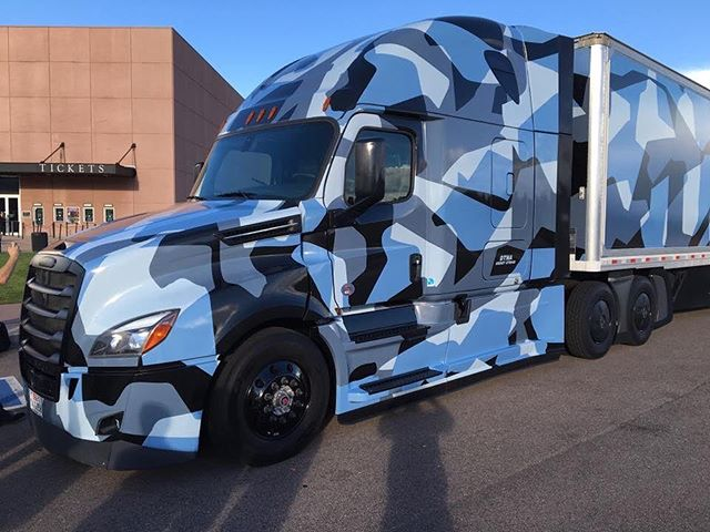 New @freightlinertrucks looking pretty sweet #trucking