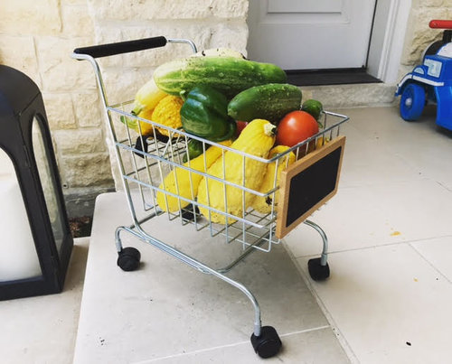 during each maintenance visit, the eld staff collects the ripe produce from the garden and leaves it in an arrangement at the client's front door.