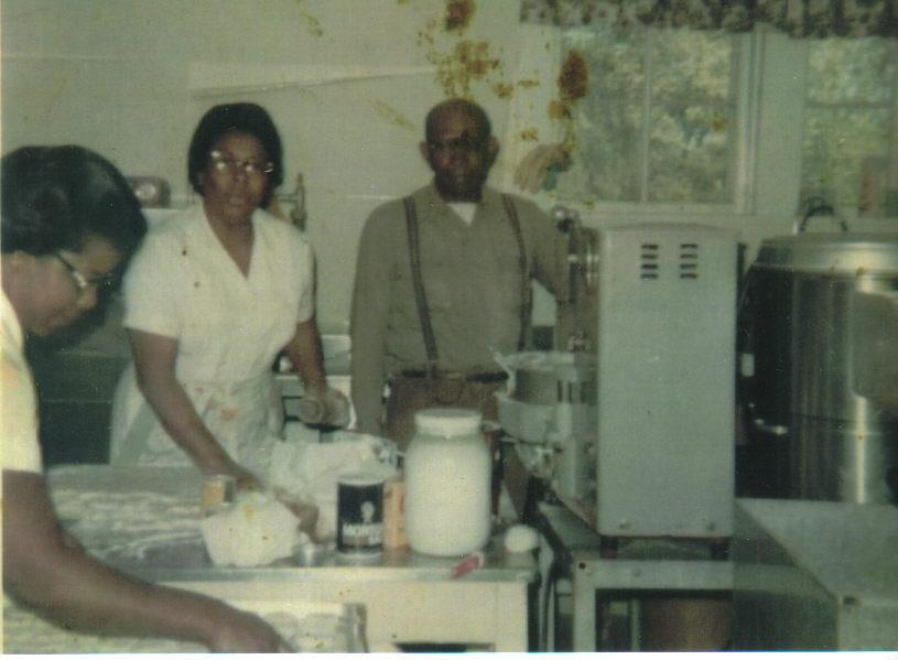 1969: Cook Lela Capp