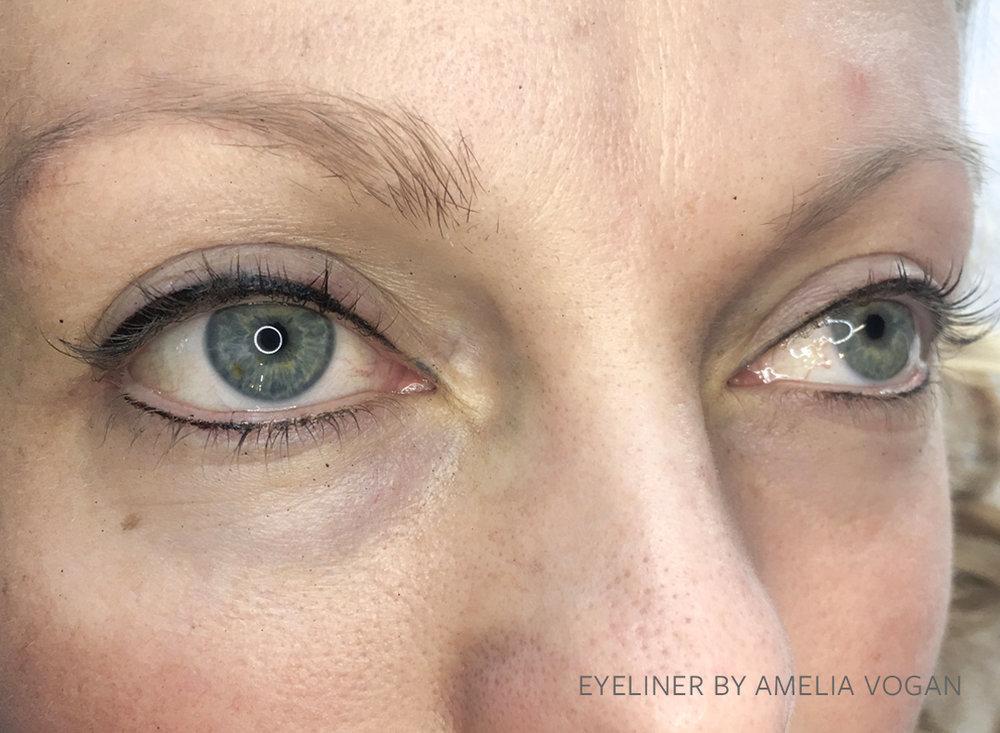 AMELIA EYELINER 3.jpg