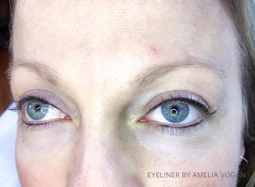 AMELIA EYELINER2.jpg