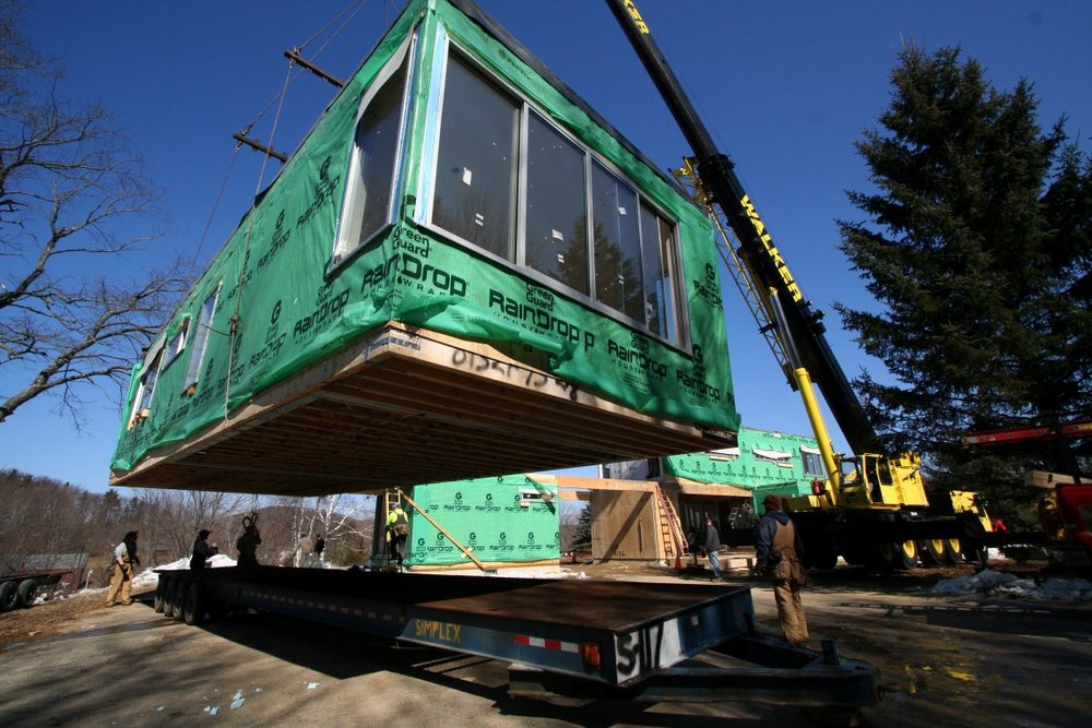 Lifting module off trailer platform