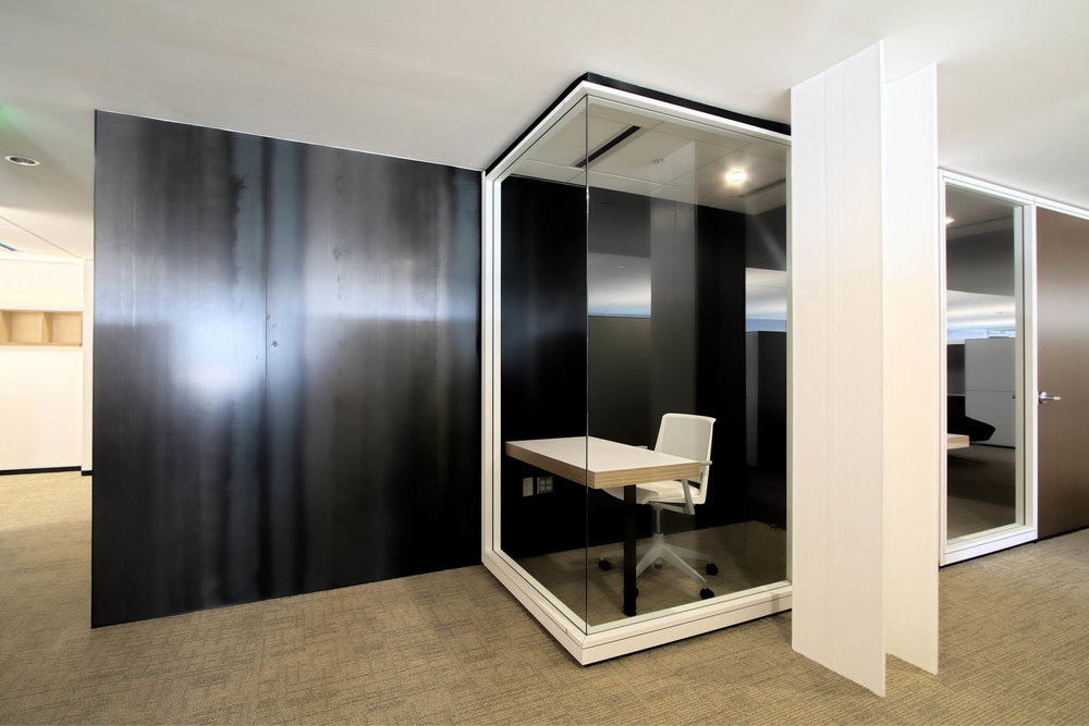 Modern Commercial Office | White Glass Black Steel | RES4