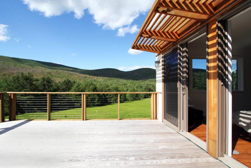 Modern Modular Prefab Meadow House | New York State | Roof Decks Sliding Doors Wood Trellis Brise soleil Cedar Cable Rail | RES4