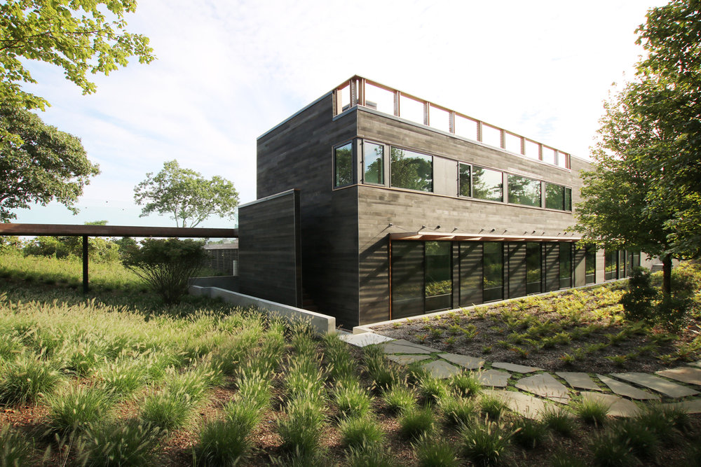 res4-resolution-4-architecture-modern-modular-house-prefab-amagansett-addition-exterior-facade-perspective-view-landscape.jpg