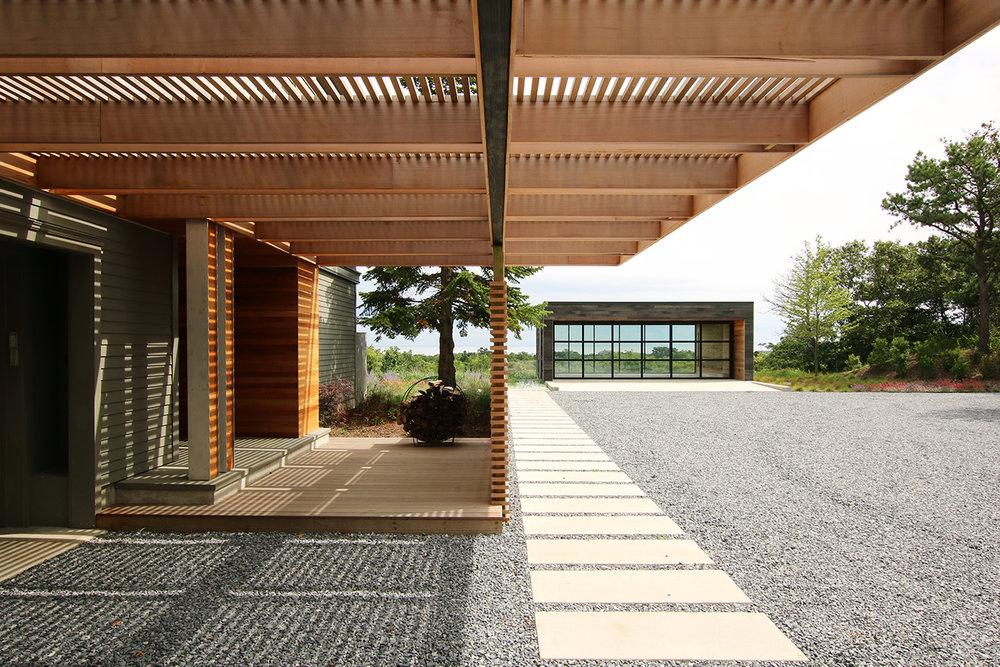 res4-resolution-4-architecture-modern-modular-house-prefab-amagansett-addition-exterior-roof-shade-trellis-garage.jpg