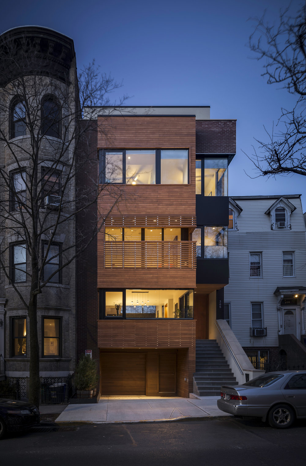 res4-resolution-4-architecture-modern-residential-park-slope-townhouse-exterior-facade-streetview-twilight.jpg