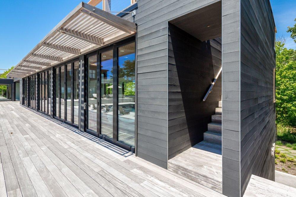 res4-resolution-4-architecture-modern-modular-house-prefab-amagansett-addition-exterior-facade-trellis.jpg