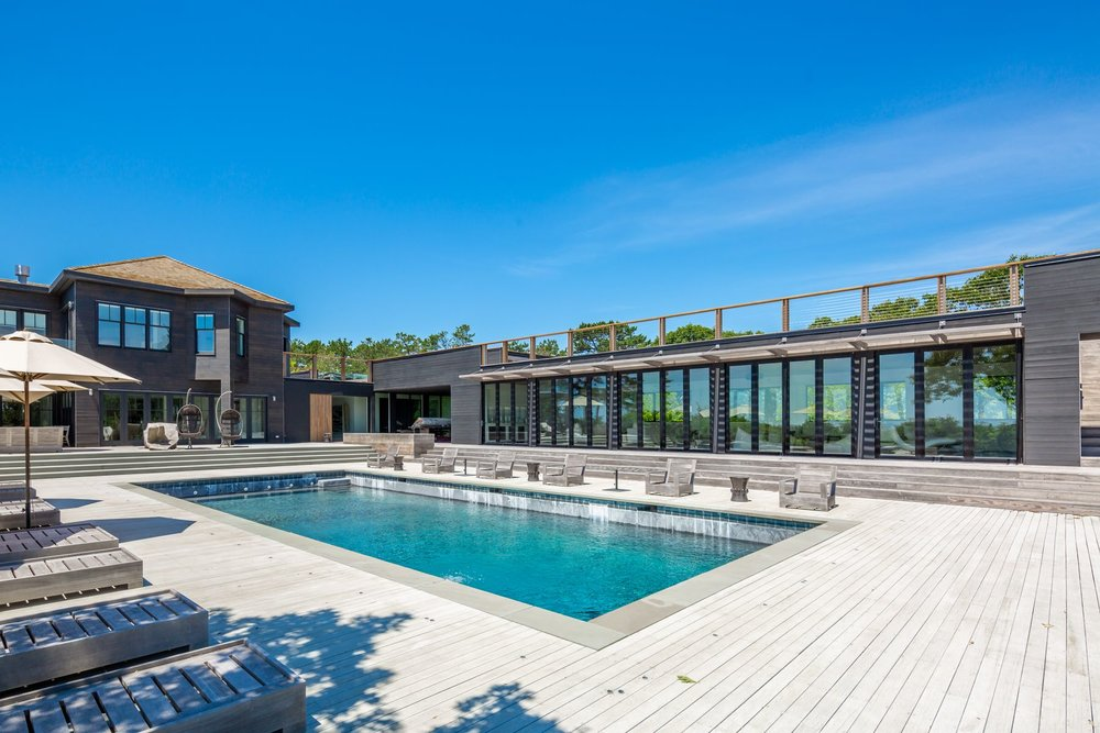 res4-resolution-4-architecture-modern-modular-house-prefab-amagansett-addition-exterior-lounge-pool-deck-trellis-shade.jpg