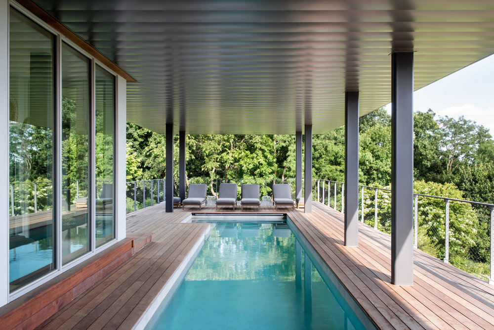 04-res4-resolution-4-architecture-modern-residential-hudson-river-house-crotononhudson-newyork-exterior-pool-deck.jpg