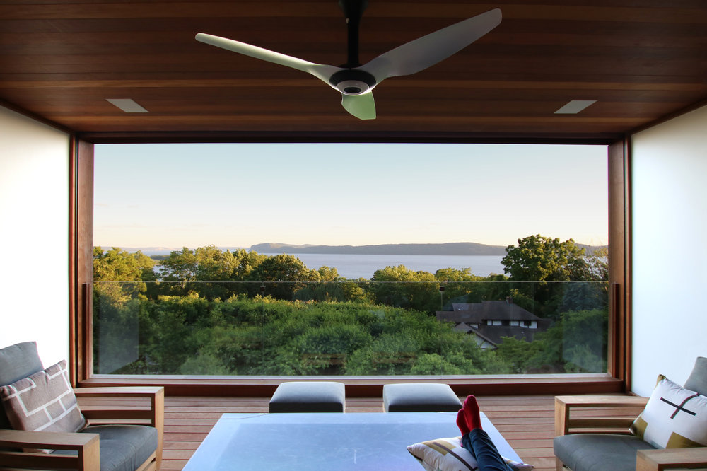 06-res4-resolution-4-architecture-modern-residential-hudson-river-house-crotononhudson-newyork-exterior-lounge-view.jpg