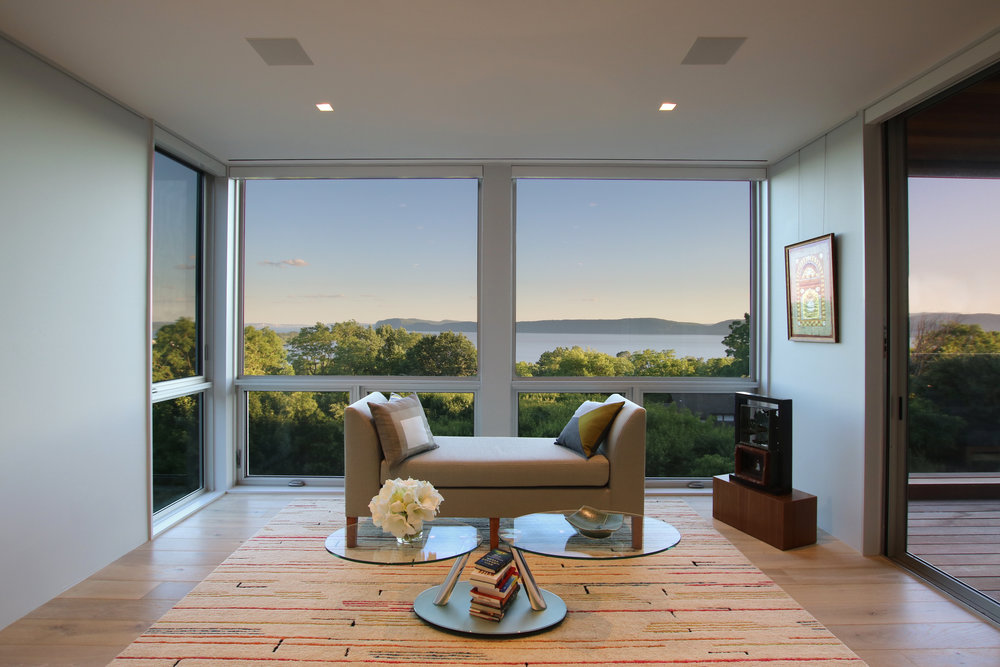 15-res4-resolution-4-architecture-modern-residential-hudson-river-house-crotononhudson-newyork-interior-bedroom-view.jpg