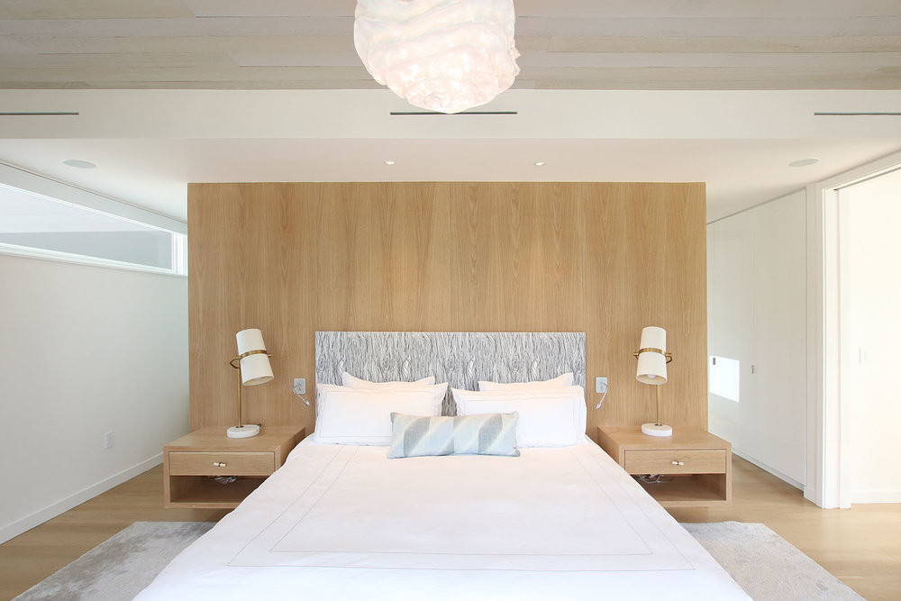 re4a-resolution-4-architecture-modern-modular-home-prefab-house-bridgehampton house-interior-master-bedroom.jpg