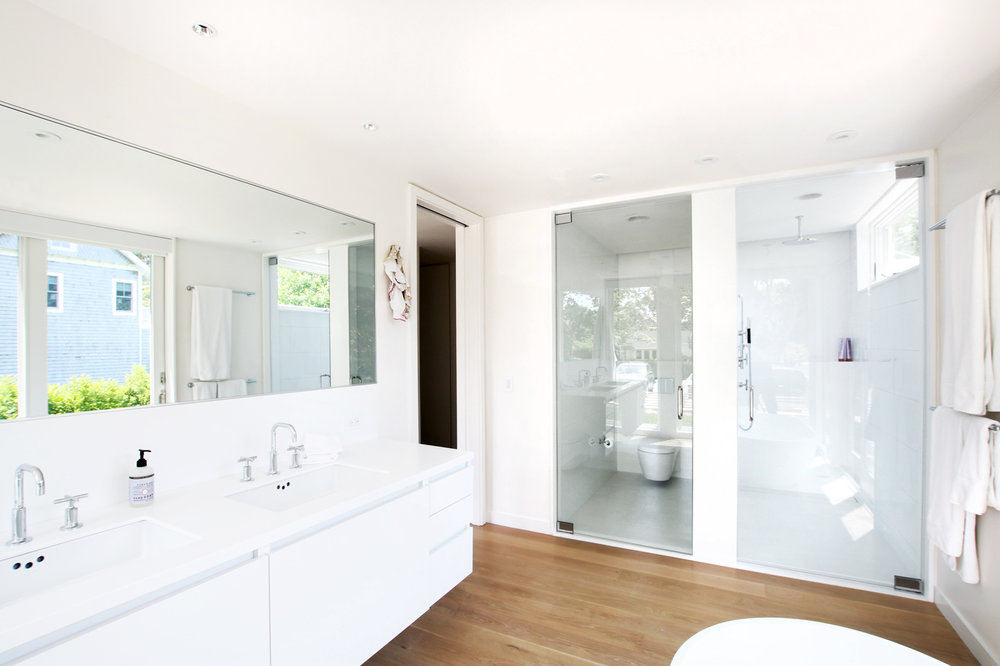 16-re4a-resolution-4-architecture-modern-modular-prefab-bridgehampton house-interior-master-bath-room.jpg