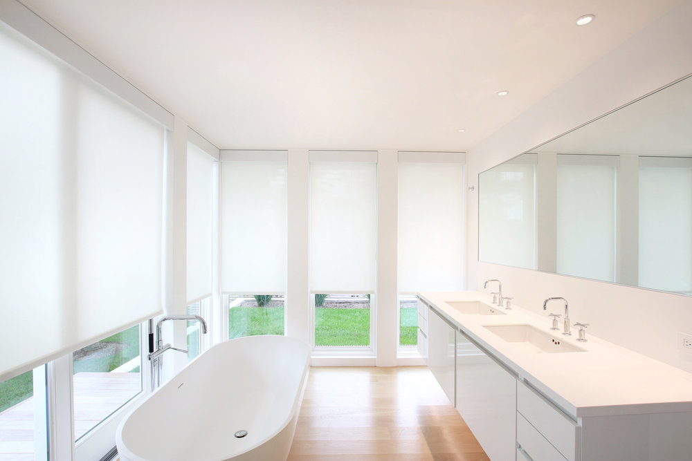 18-re4a-resolution-4-architecture-modern-modular-prefab-bridgehampton house-interior-master-bath-room-shades-closed.jpg