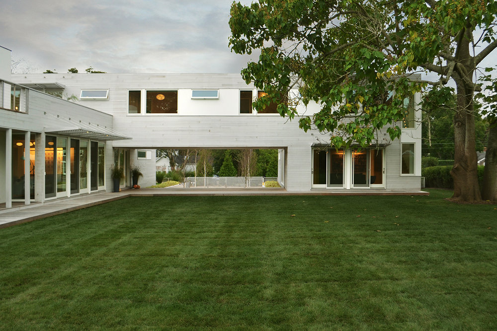 23-re4a-resolution-4-architecture-modern-modular-prefab-bridgehampton house-exterior-dusk.jpg