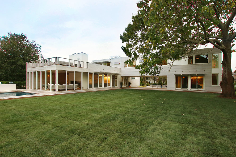 28-re4a-resolution-4-architecture-modern-modular-prefab-bridgehampton house-exterior-dusk.jpg