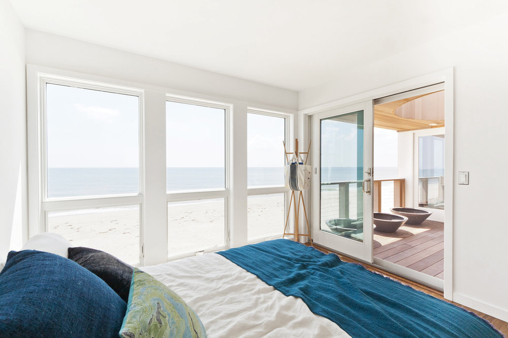 12-res4-resolution-4-architecture-modern-modular-home-prefab-dune-road-beach-house-interior-bedroom.jpg