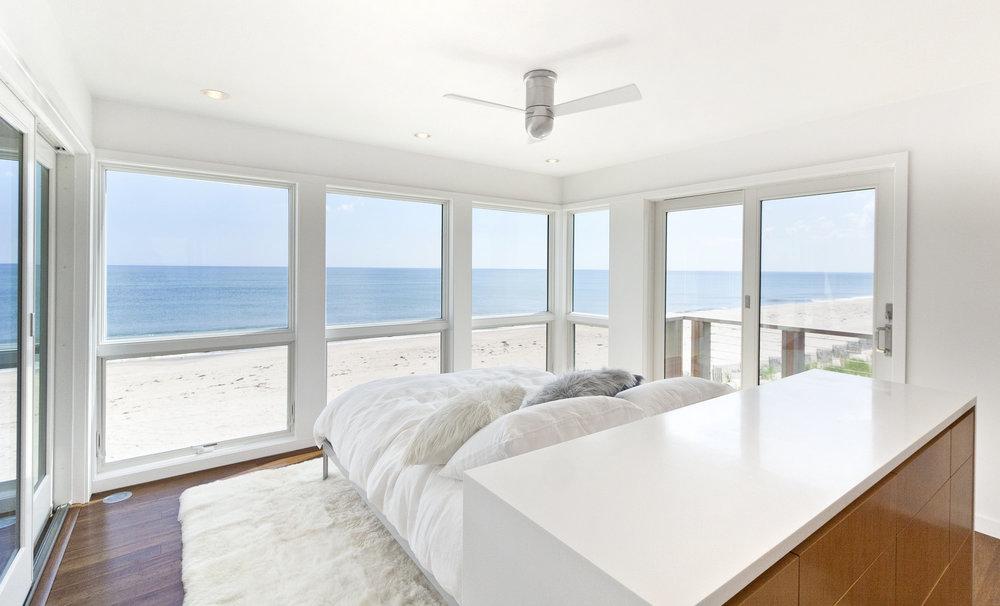 13-res4-resolution-4-architecture-modern-modular-home-prefab-dune-road-beach-house-interior-bedroom-04.jpg