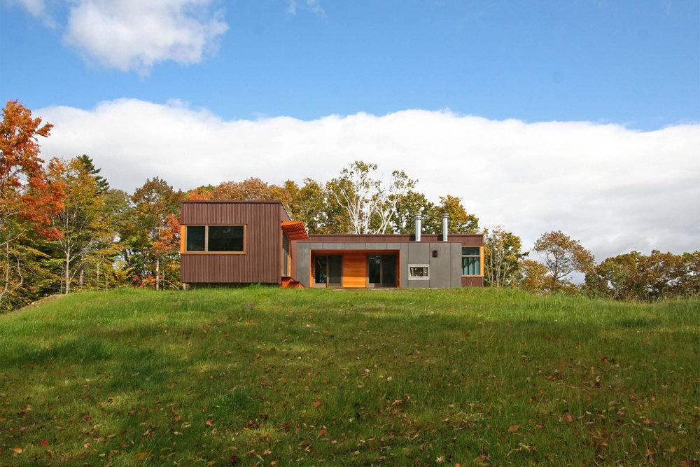 01-res4-resolution-4-architecture-modern-modular-home-prefab-house-vermont-cabin-exterior.jpg