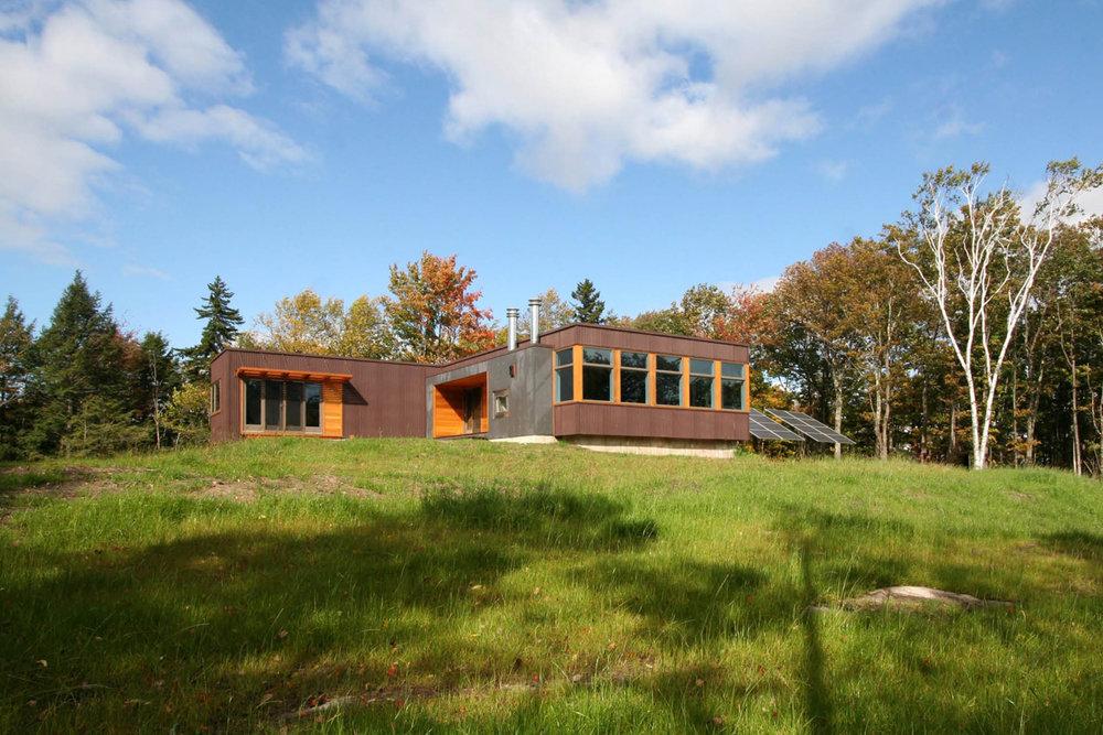 02-res4-resolution-4-architecture-modern-modular-home-prefab-house-vermont-cabin-exterior.jpg
