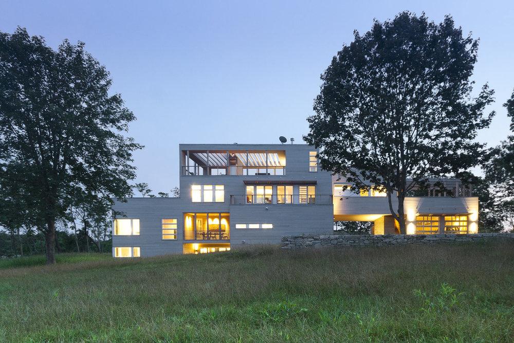 03-res4-resolution-4-architecture-modern-modular-home-prefab-house-fishers-island-exterior.jpg