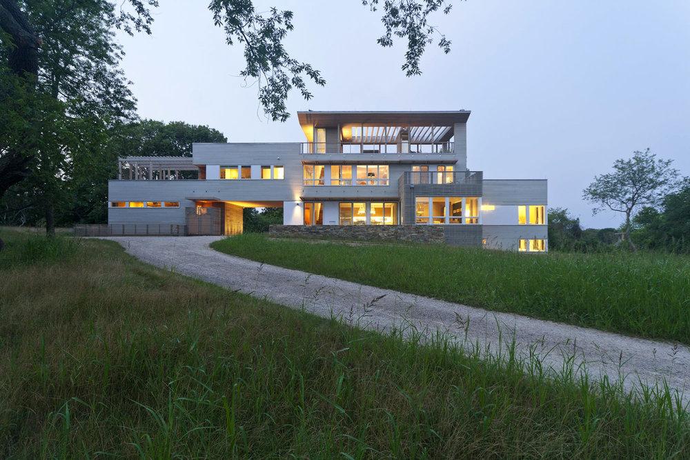 06-res4-resolution-4-architecture-modern-modular-home-prefab-house-fishers-island-exterior.jpg