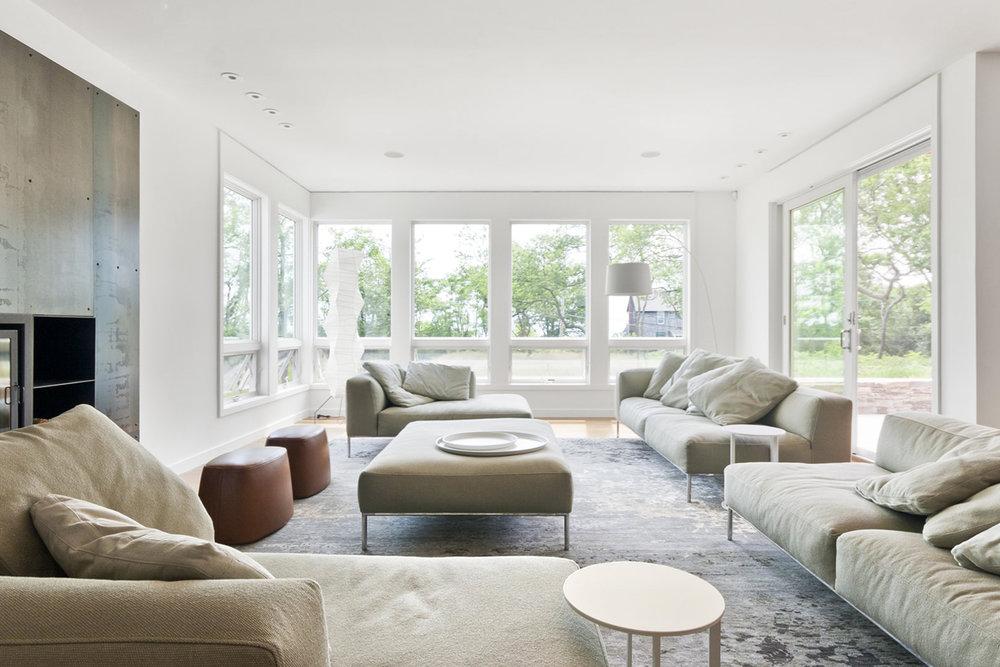10-res4-resolution-4-architecture-modern-modular-home-prefab-house-fishers-island-interior-living-room.jpg