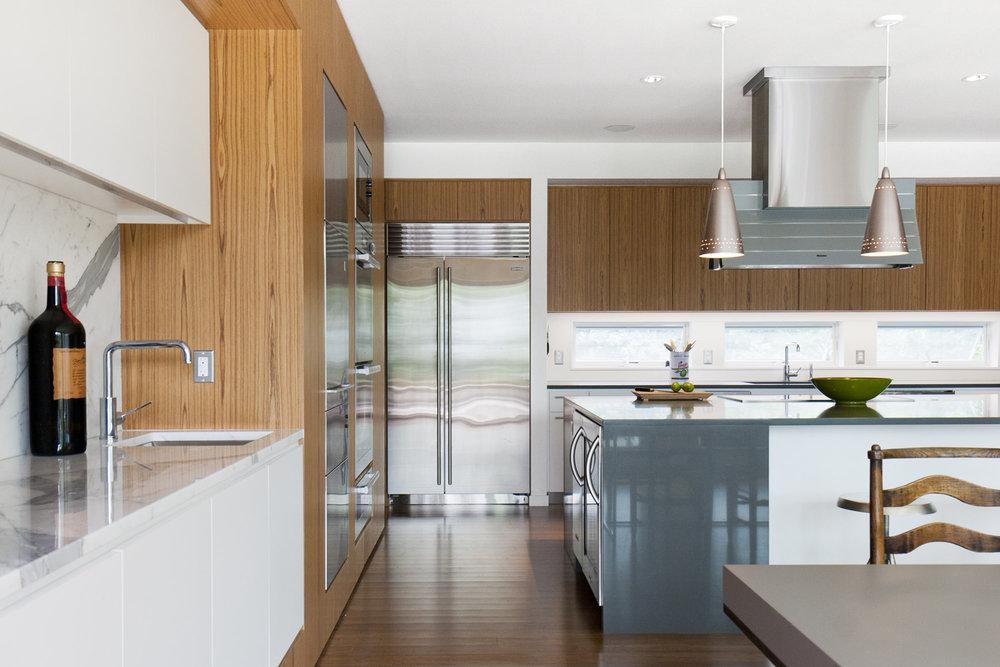 13-res4-resolution-4-architecture-modern-modular-home-prefab-house-fishers-island-interior-kitchen-dining.jpg