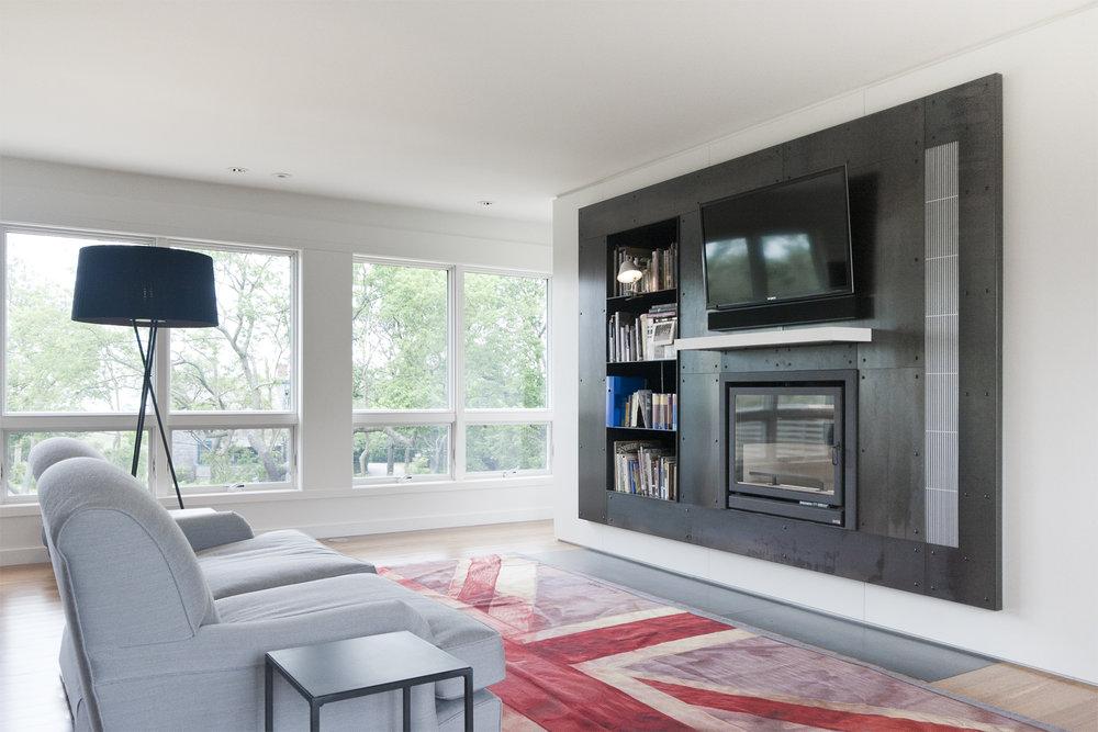 16-res4-resolution-4-architecture-modern-modular-home-prefab-house-fishers-island-interior-fireplace.jpg